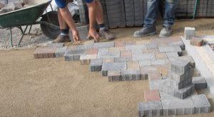 brampton-paving-interlocking-bricks-being-laid-down