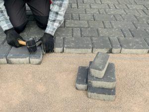 brampton-paving-laying-down-interlocking-house-1