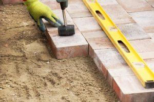 brampton-paving-laying-down-interlocking-house-2