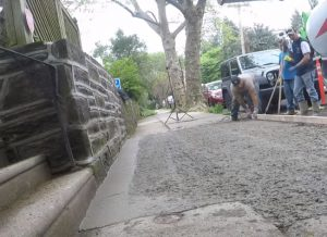 brampton-paving-leveling-the-laid-concrete
